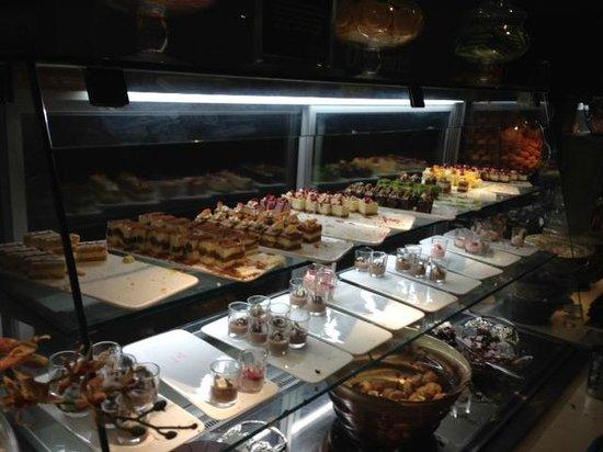 JRC Global Buffet: Good Food, Poor Service