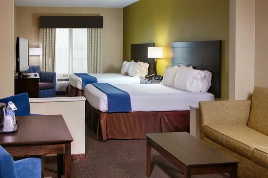 Holiday Inn Express & Suites Saginaw : 2 Queen Suite