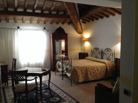 Hotel Palazzo Brunamonti: Camera