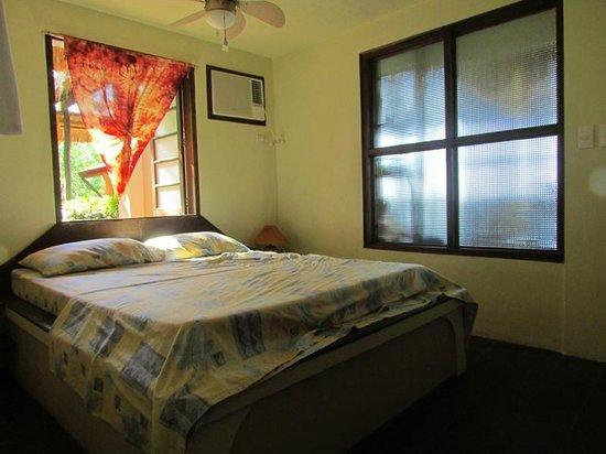 Tuko Beach Resort: Schlafzimmer des Seahorse Penthouse