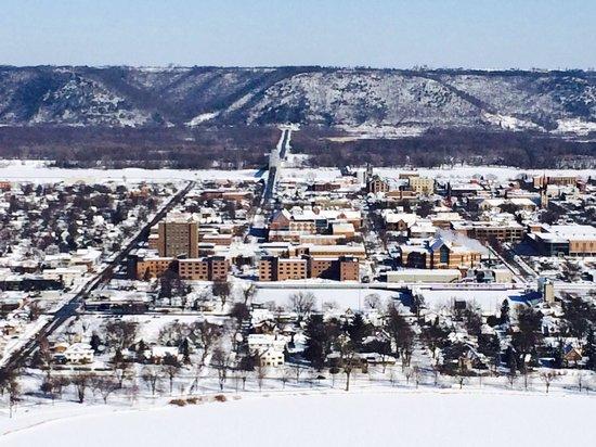 Garvin Heights: WSU/lovely Winona, MN