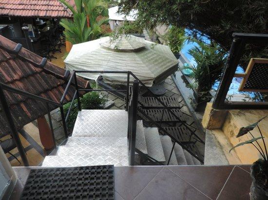 Flower Garden Hotel: vue de la terrasse