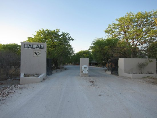 "Halali Resort: Entrée du ""camp"""