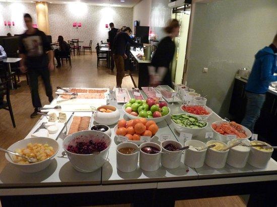BEST WESTERN PLUS Time Hotel: Petit Déjeuner Buffet