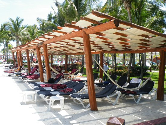 Barcelo Maya Colonial : Sun Shaded Pergolas at every Poolside!