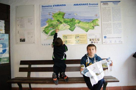 Plage d'Hendaye : A la entrada de la exposición de Larretxea, en la colina