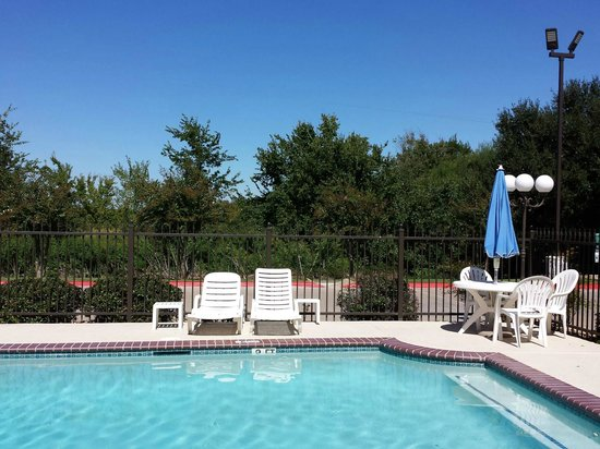 BEST WESTERN Inn of Brenham: Outdoor Pool