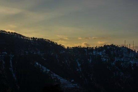 V Resorts Narkanda Cottage: Early morning view from the balcony