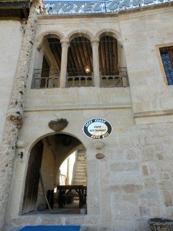 Hotel Cave Konak: Hotel Entrance