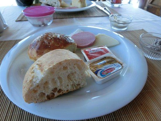 Hotel Cave Konak: Breakfast served warm & nice