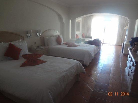 Sandos Finisterra Los Cabos: big clean rooms