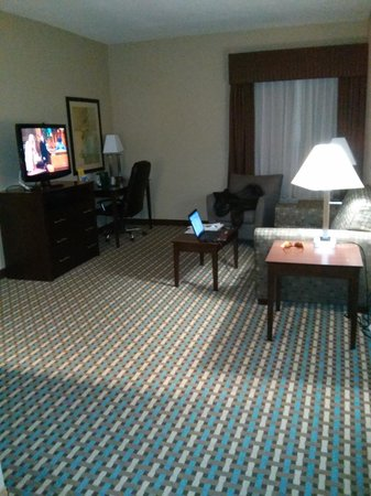 La Quinta Inn & Suites Chambersburg: Suite Living Area