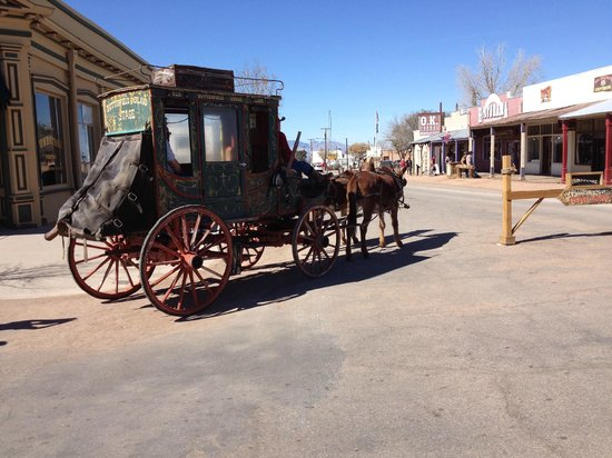 Larian Motel: The main street in Tombstone