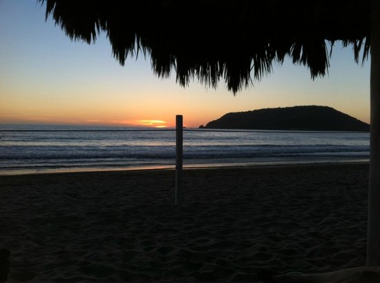 Playa Las Gaviotas: Sunset from our palapa at El Cid