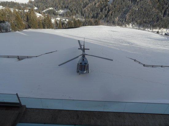 Baerenhotel : atterraggio elicottero davanti hotel