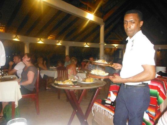 VIK Hotel Arena Blanca : Serveur au restaurant mexicain