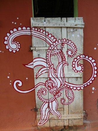 Sharanagati Yogahaus : Liebevolles Detail im Garten