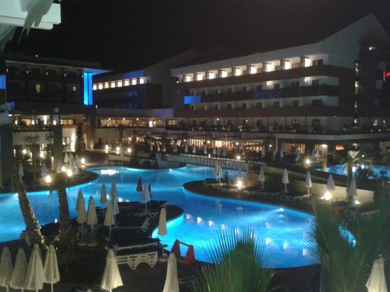 Terrace Elite Resort : Hotel bei Nacht