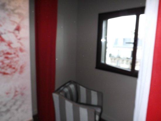 Mercure Paris Montmartre Sacre Coeur : finestra