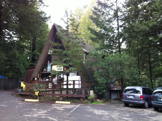 Redwoods River Resort & Campground : Registration and store