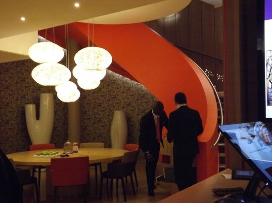 Mercure Paris Montmartre Sacre Coeur : reception hall living