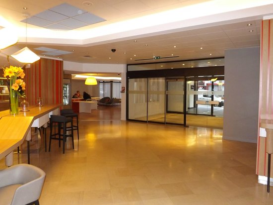 Mercure Paris Montmartre Sacre Coeur : hall reception living