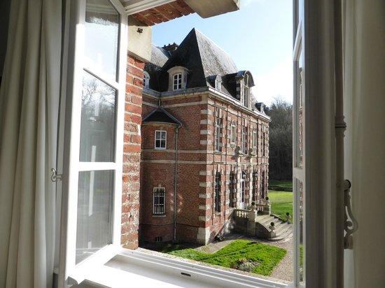 Chateau d'Auteuil: Réveil sur cour