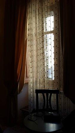 Marta Guest House: Scorcio della camera