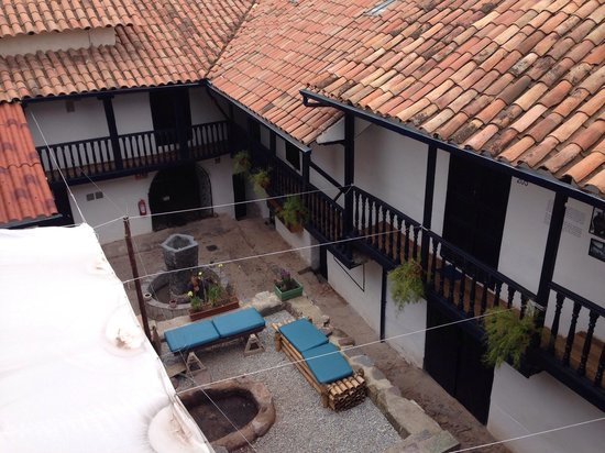 Intro Hostels Cusco: Vista do quarto 301