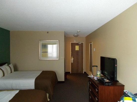 Holiday Inn Toronto Yorkdale : another angle of bedroom