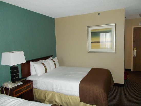 Holiday Inn Toronto Yorkdale : standard bed....