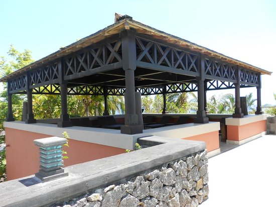 Iloha Seaview Hotel: espace detente piscine du guetali