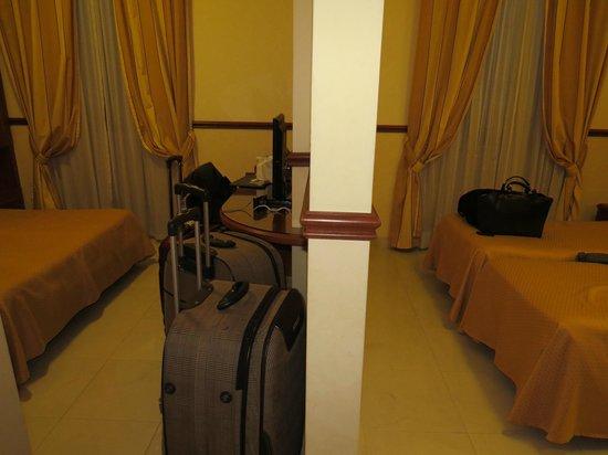 هوتل فيرجيليو: habitaciones intercomunicadas