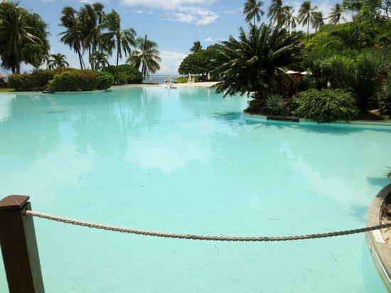 Le Meridien Tahiti : sandy-bottomed pool