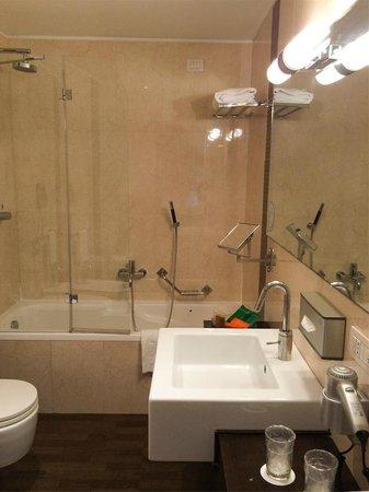 NH Collection Roma Giustiniano: Cuarto de baño