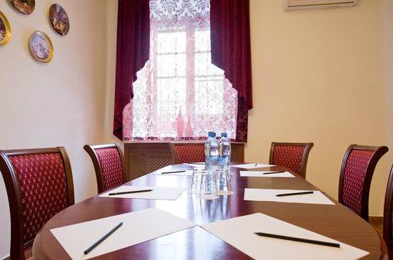 Intermashotel: Комната переговоров/ Negotiations Room