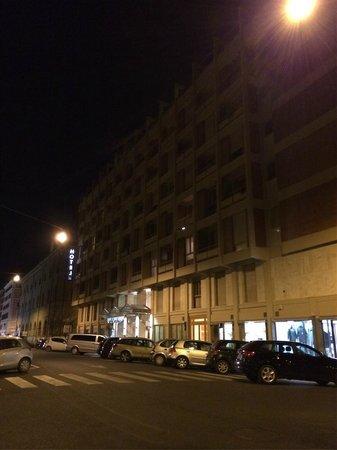 NH Collection Roma Giustiniano: Exterior del hotel por la noche