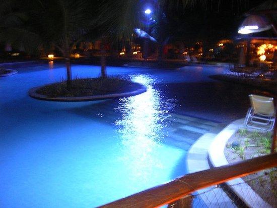 Nannai Resort & Spa: Piscina de noite
