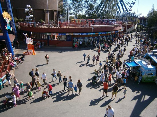 Linnanmaki Amusement Park : В центре