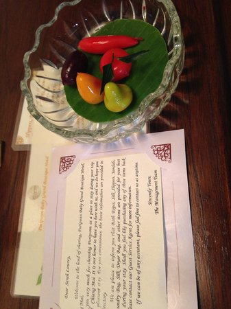 Puripunn Baby Grand Boutique Hotel: Treats and welcome letter