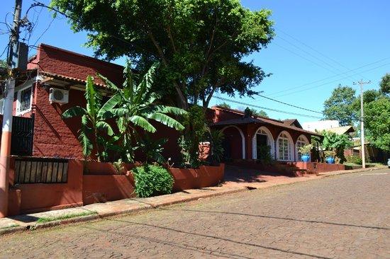 Hotel Iguazu Royal: Vista desde afuera.
