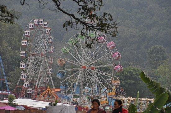 Fish Tail Lodge : Riesenrad beim Straßenfest