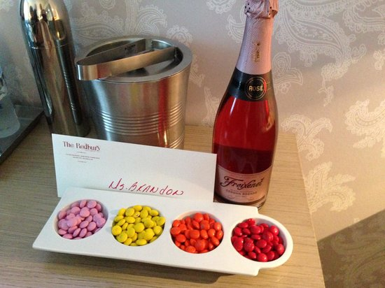 The Redbury South Beach: Our welcome Champane and a treat for the kids