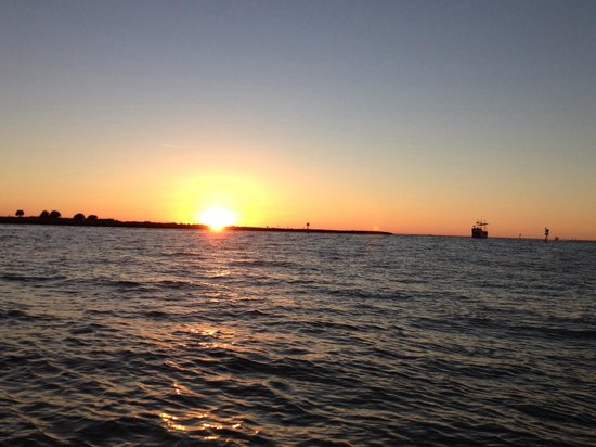 Clearwater Boat Rentals: Super fun sunset cruise on pontoon boat.
