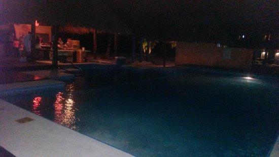 PavoReal Beach Resort Tulum: le bar by night
