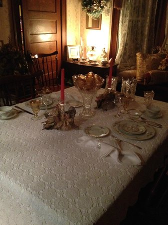 Turtle Street Bed and Breakfast: the dining table (the night before)