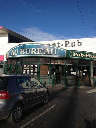 """Façade du """"Au Bureau"""""""