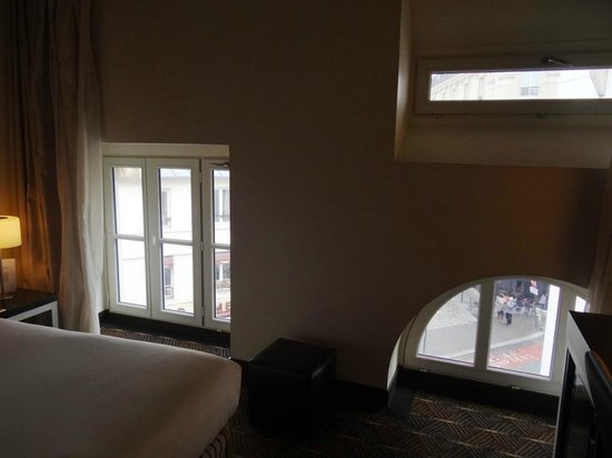 Hotel Le M : Window design in room, black out shades as well