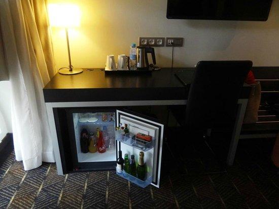 Hotel Le M : Mini bar within the room