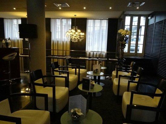 Hotel Le M : Bar area on main level